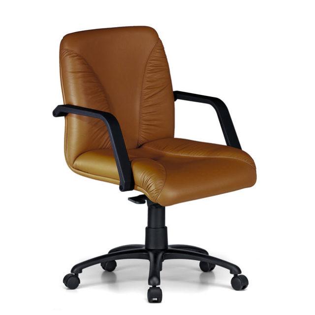 sedia presidenziale in pelle marrone e schienale basso