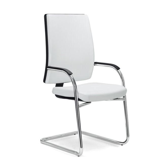 sedia da ufficio in pelle bianca con struttura a slitta