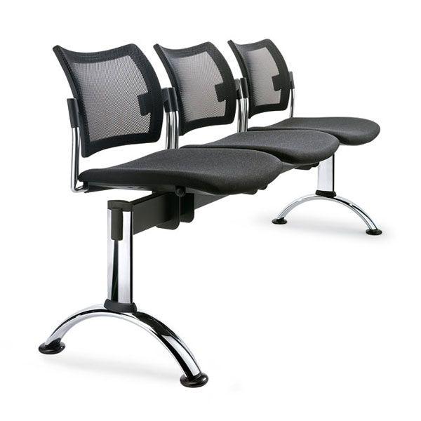 composizione sedie nere per sala d'attesa con base di supporto in acciaio lucidato