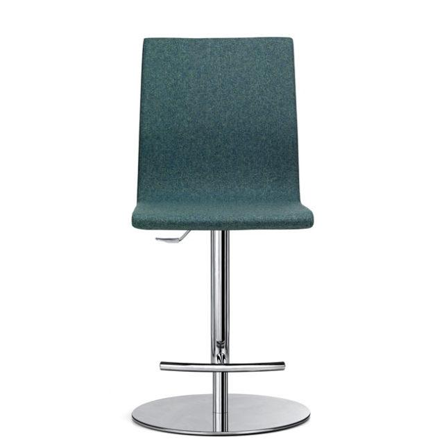 sedia da attesa di design con base in acciaio circolare e poggiapiedi cromato