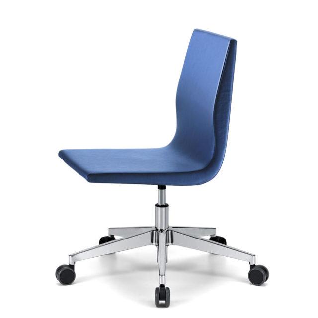 sedia da ufficio di design senza braccioli con base cromata a 5 razze e ruote pivottanti