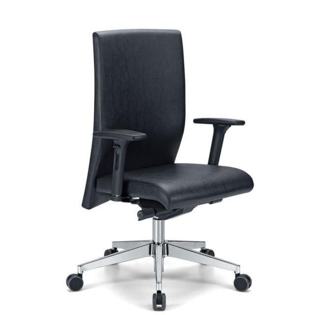 sedia presidenziale o direzionale nera con base in acciaio lucidato